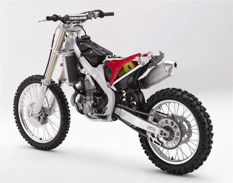 The rear subframe has been redesigned to eliminate brackets and cross-members, and its shape has been altered to improve access to the air filter and narrow the bike simultaneously.