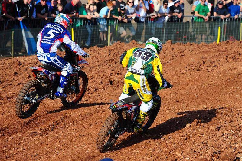 Brett Metcalfe (59) sneaks around France's Anthony Boissiere in MX2
