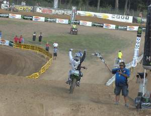 James comes across for moto victory #24