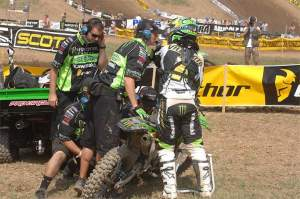 The Pro Circuit team changes Ryan Villopoto's bent shift lever.
