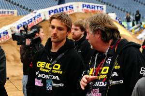 Brett Metcalfe (center) talks with team manager JC Waterhouse (right) during the Houston track walk.