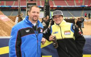 Here's Reedy and his old wrench Dave Dye, who's now the new AMA Technical Director. These two made sweet music together in 2003, winning the World SX title and bunch of races but not Budds Creek 1st moto. That was won by me and Ferry.