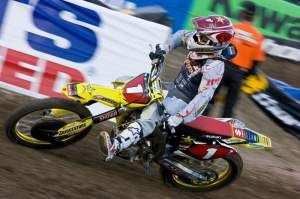 With 5 races in the books Chad Reed is still winless. Can he hold Bubba off?