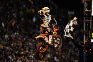 Trey Canard grabs his first win of 2009