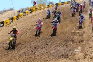 Mike Alessi (800) got the first 450cc holeshot...