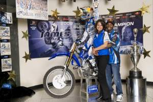 That's Roxanne Flores and James Stewart getting a prom photo at Yamaha