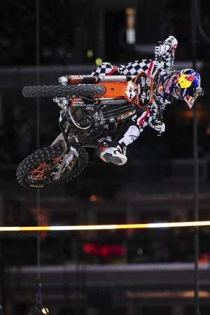 Ronnie Renner used this technique the clear the bar on a two-stroke and tied Ricky Carmichael for the gold.