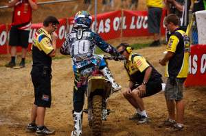 How many mechanics does it take to change a light bulb? Why does Ryan Dungey's bike need a new light bulb?