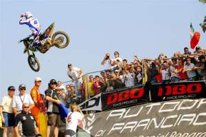 Paulin celebrates his second-moto victory, and the fact that France took over the lead on paper.
