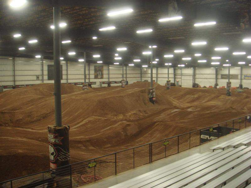 Schaefer tracks strengthens relationship with amsoil for Interieur u arena