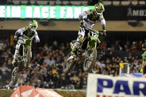 Weimer led teammate Josh Hansen (100) early on, but Hansen fell on lap two.