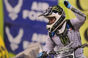 Ryan Villopoto won his third race in the last four to tie the points battle with Ryan Dungey.