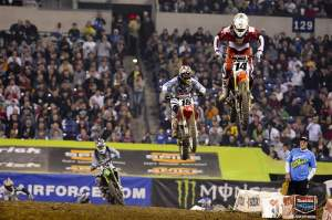 Kevin Windham leading a freight train of Davi Millsaps (18), Ryan Villopoto (2) and Ryan Dungey.