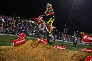 Justin Barcia had a hard time making up time in the Lites main, and he ended up climbing up to fifth by the end.