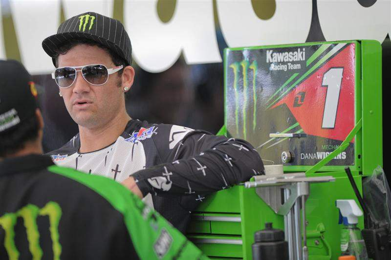Chad Reed talks over settings with Kaipo Chung, Kawi suspension guru.