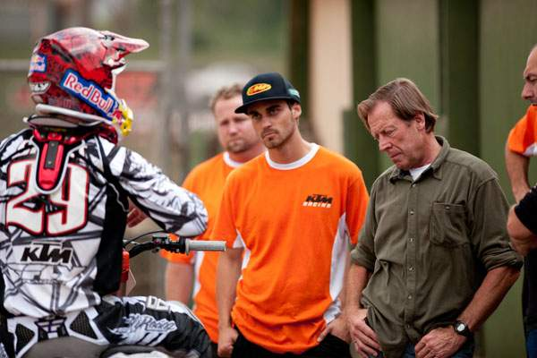 Andrew Short and Roger DeCoster discuss supercross testing