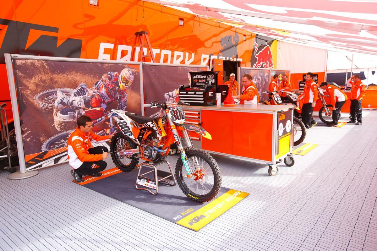 KTM pits