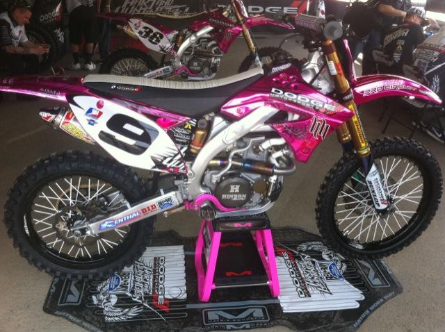 Ivan Tedesco and Dodge Motorsports/Hart & Huntington have caught the eyes of many with a all pink bike
