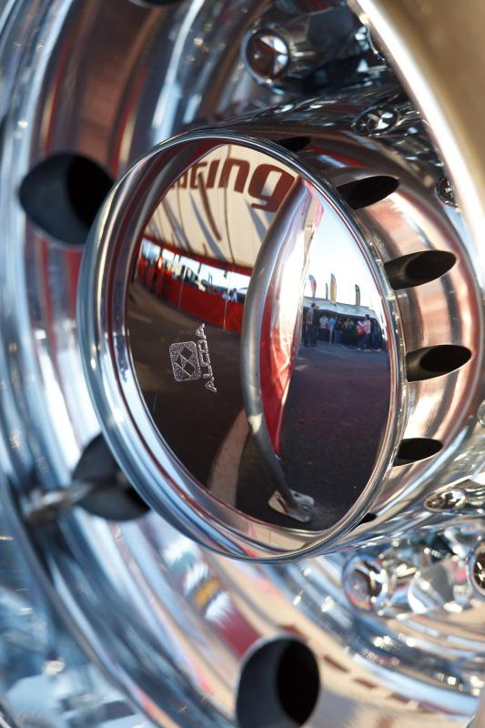Gratuitous hub-cap reflection shot
