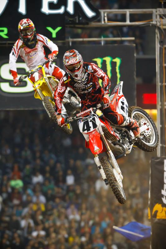 Ryan Dungey stalks Trey Canard in the 450 main event