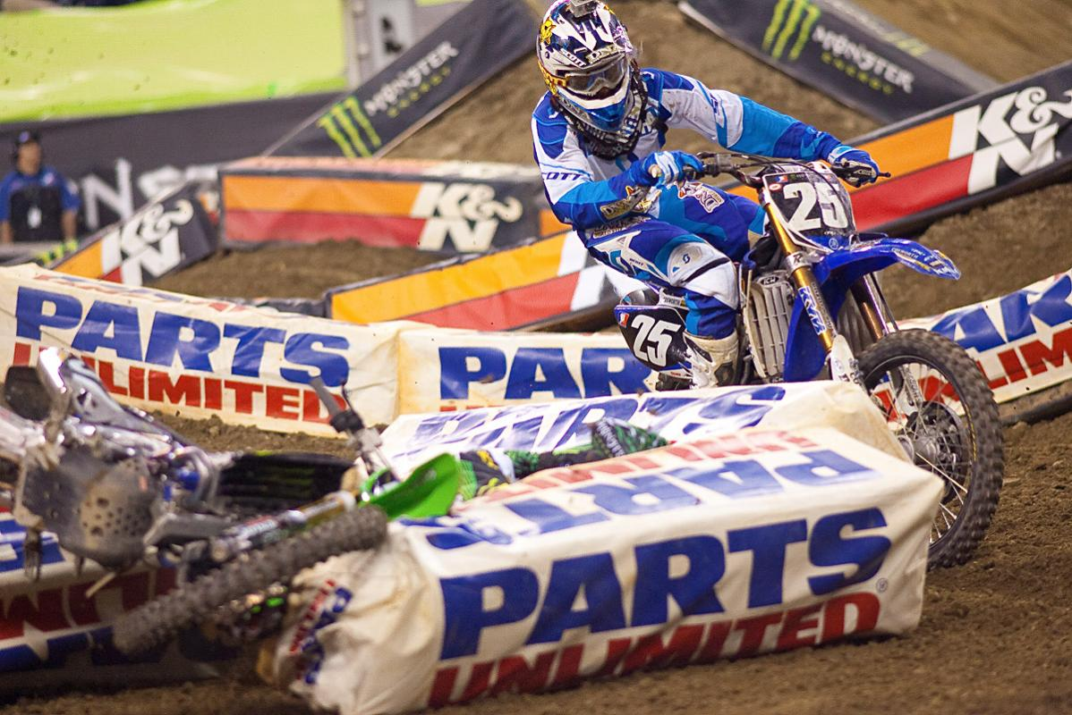 Baggett crash, Sipes passing.