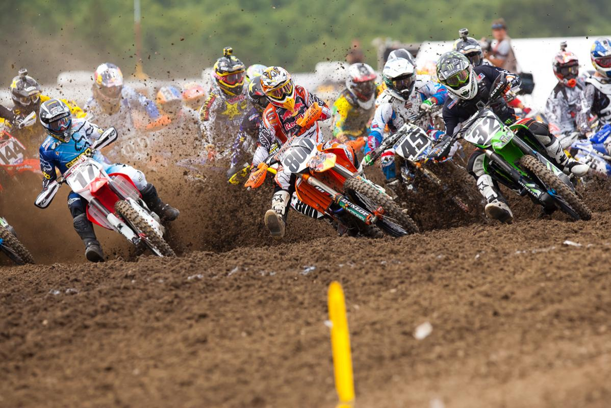 Barcia, Alessi, Weimer battle for 2nd 450 holeshot.