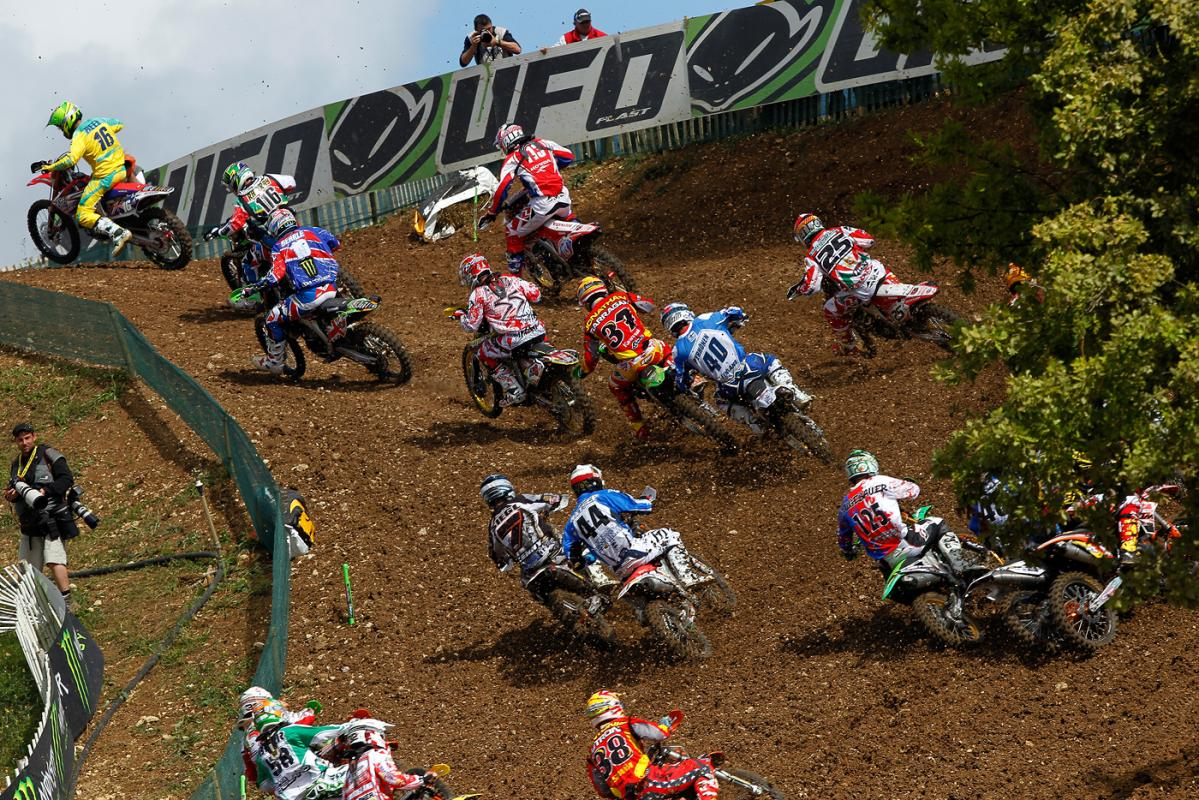 Chad Reed grabs the early lead over the field.