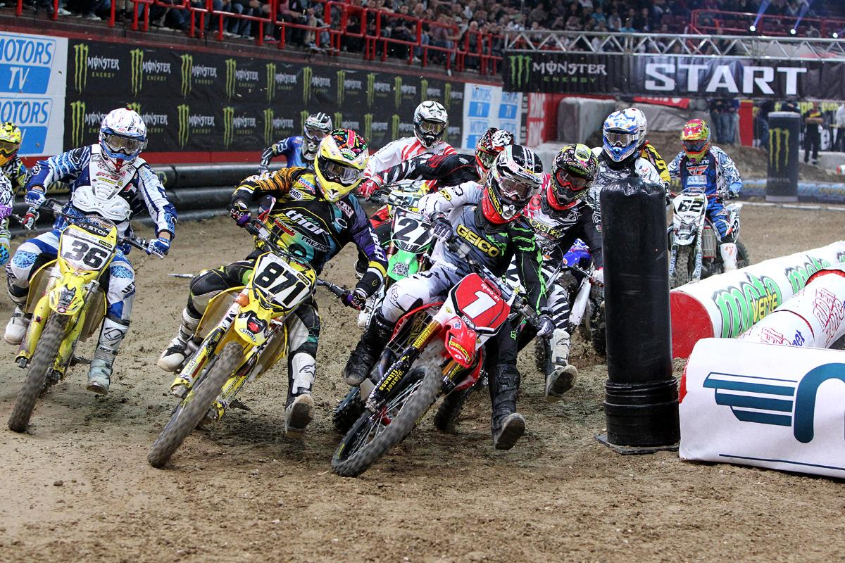 Aless and Barcia battle for the holeshot // Pascal Haudiquert