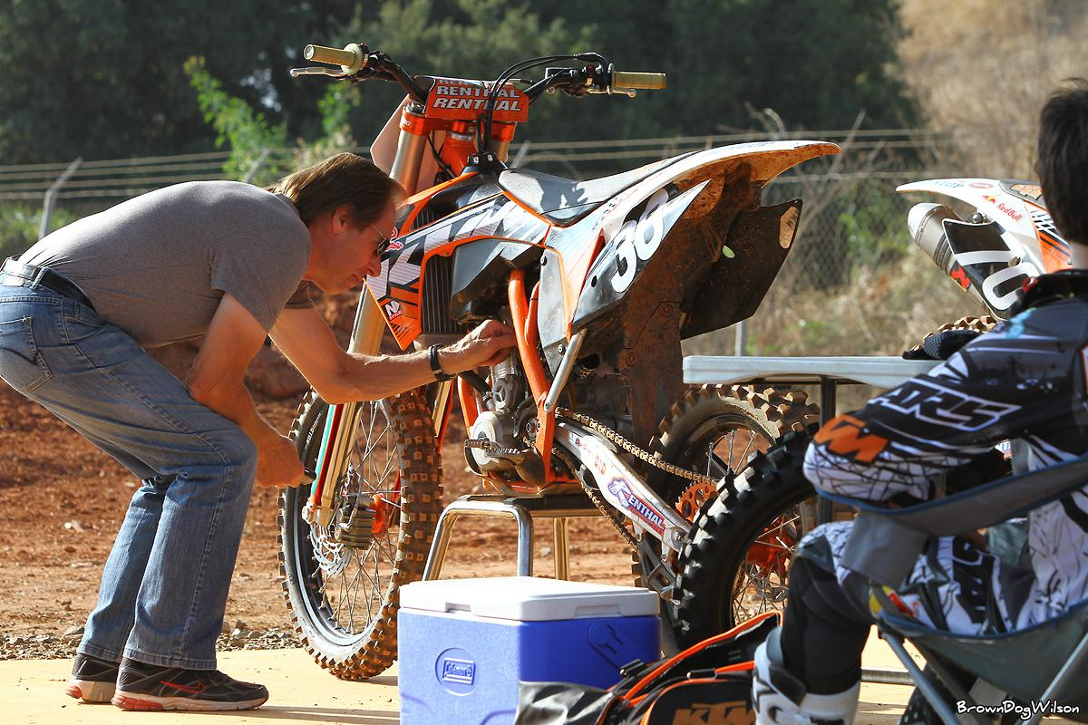 Roger looking over Musquin's set-up