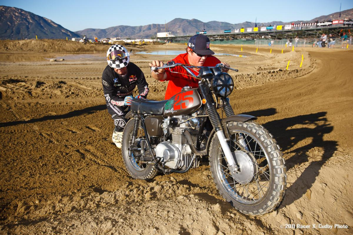 Troy Lee with a broken chain