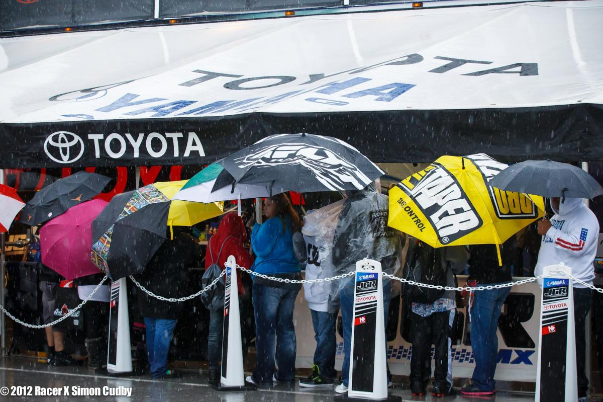 Fans wait in the rain to get Stewart's autograph