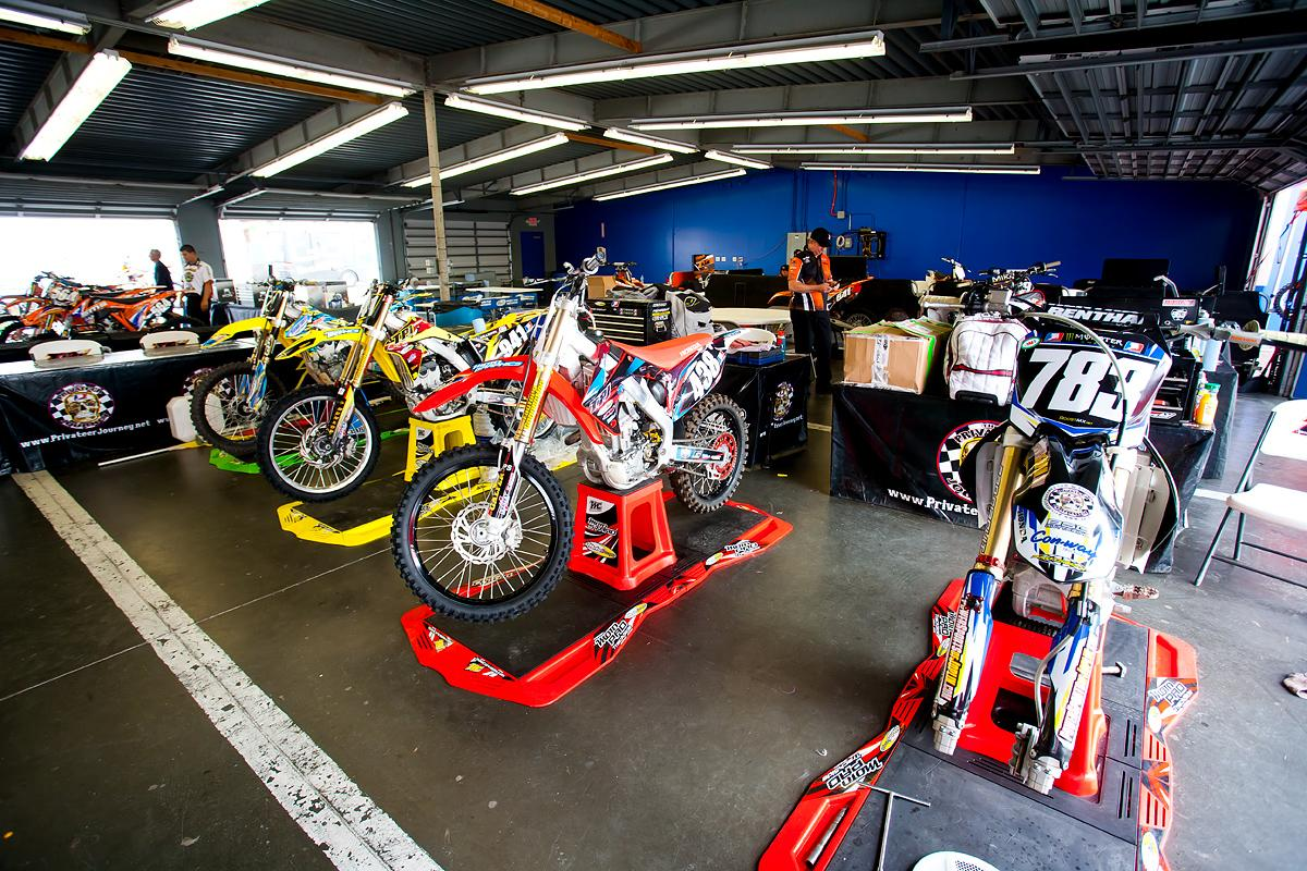 Privateer pits at Daytona