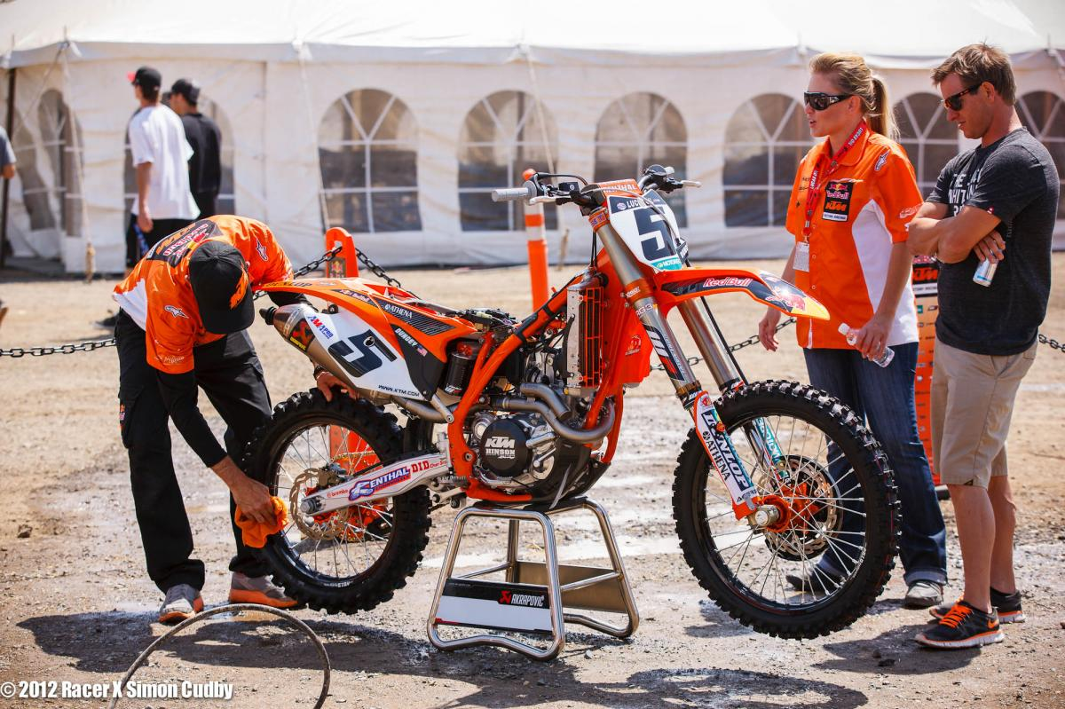 Carlos gives Dungey's bike a scrub