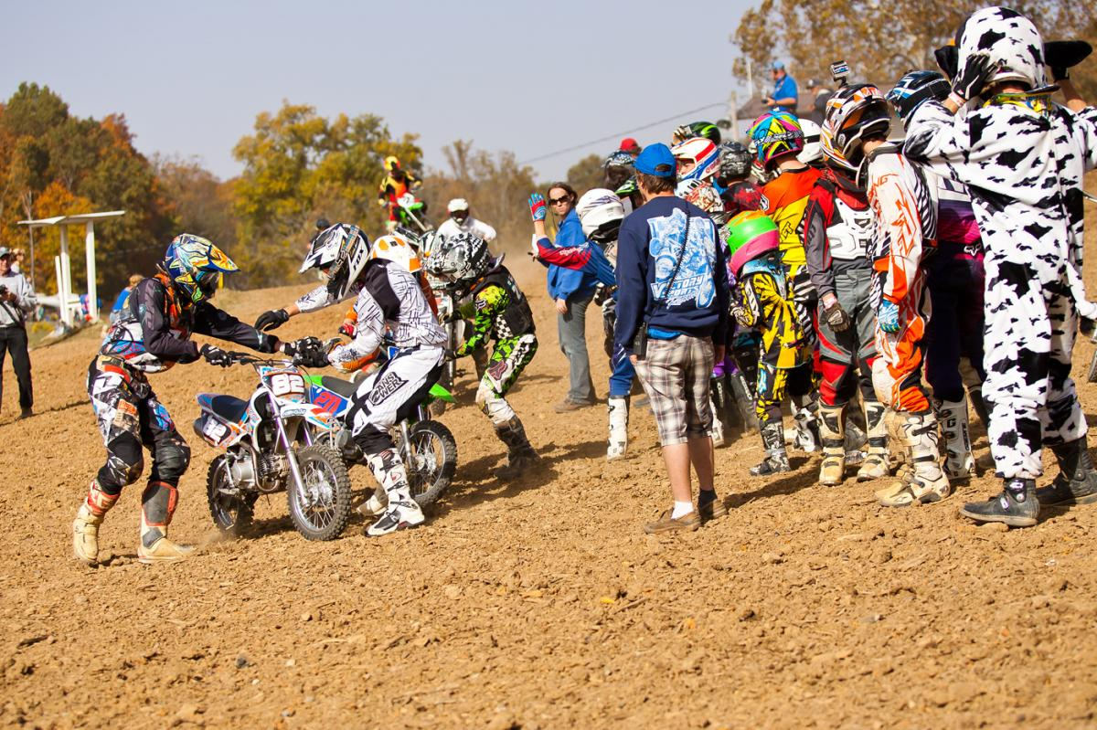 Pit bike team race.