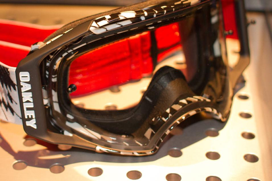 Oakley Launch New<br /> Airbrake Goggle