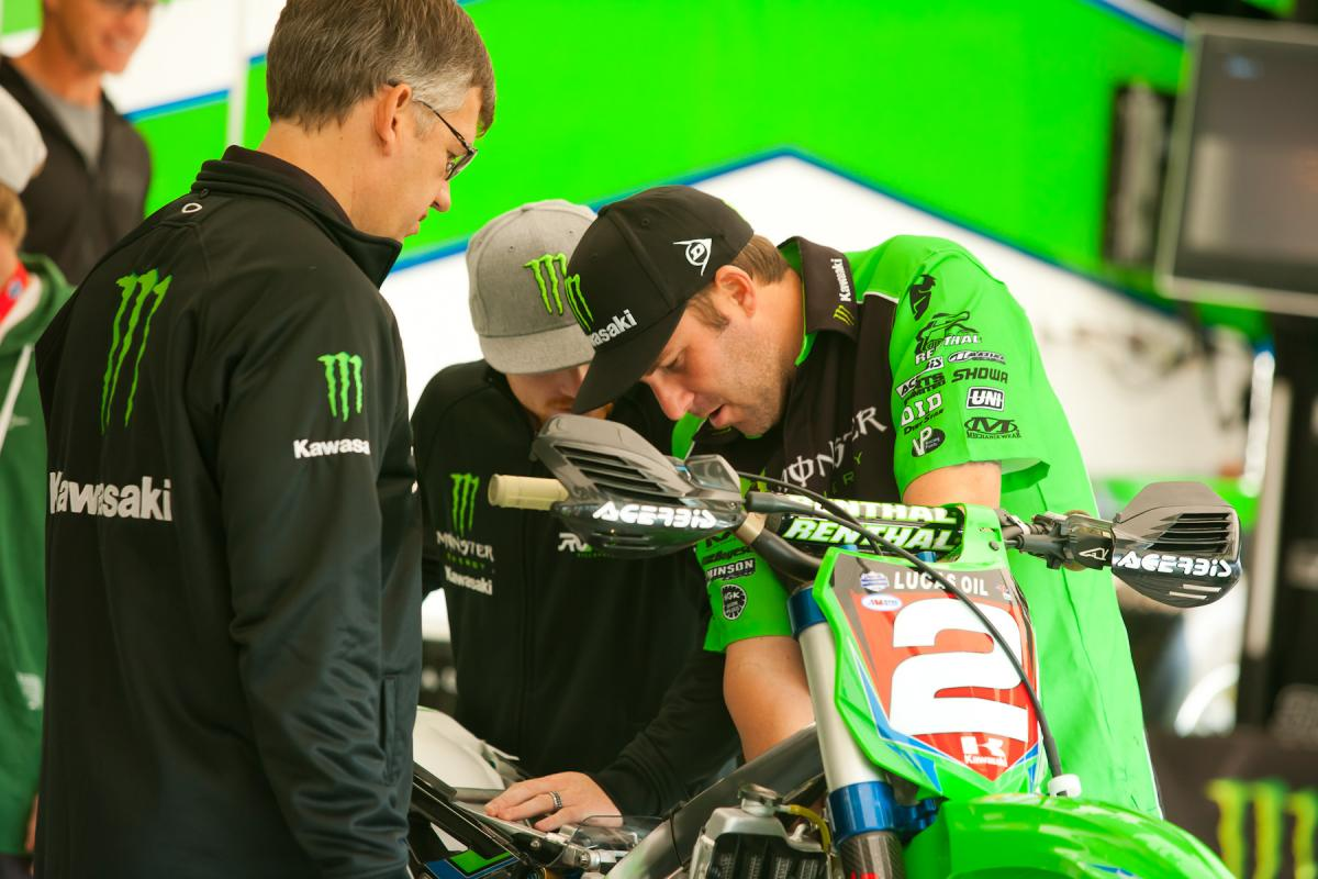 Mike Williamson works on Villopoto's bike.