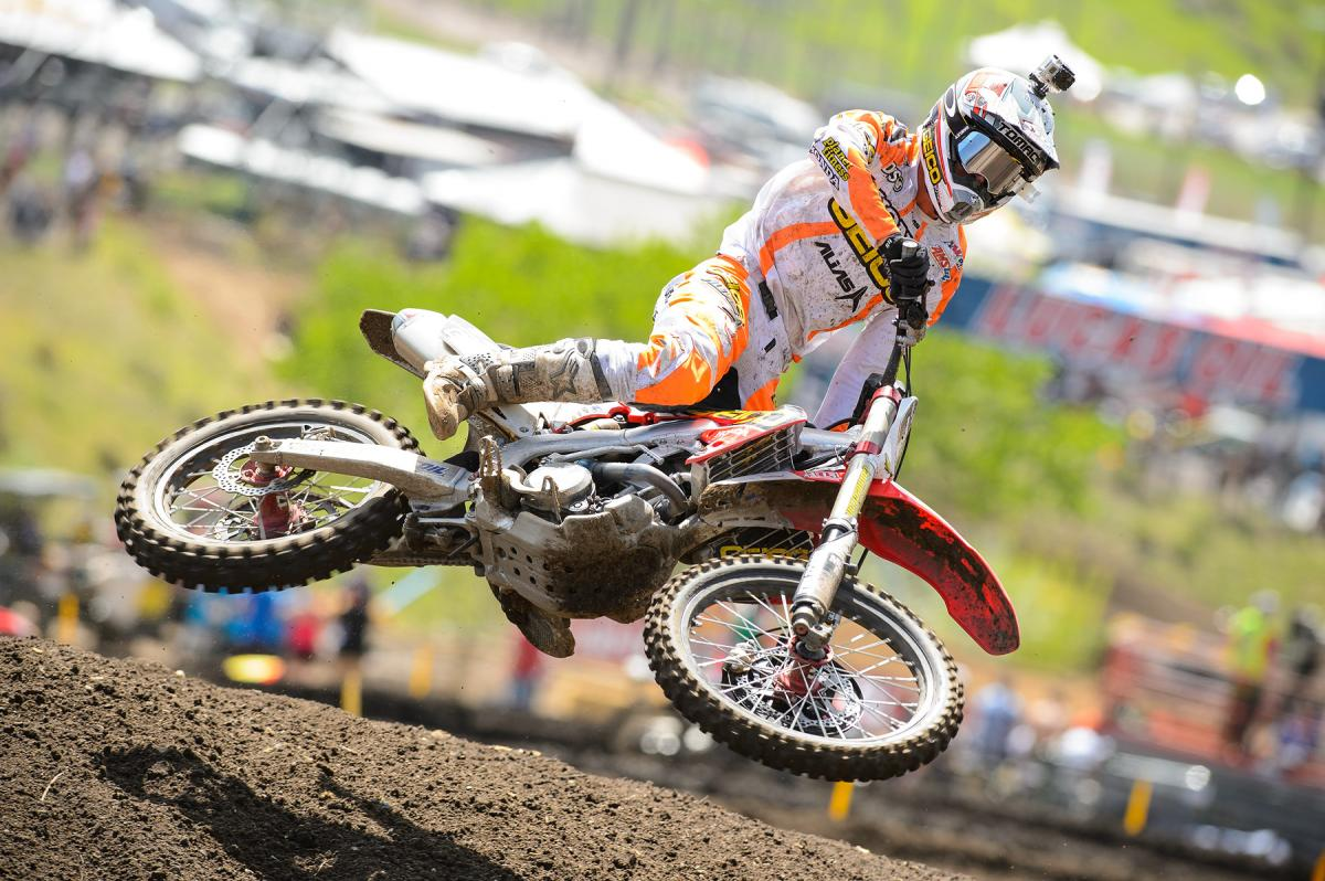 The altitude is high enough at Thunder Valley, so Eli shows how to keep 'er low over a jump.