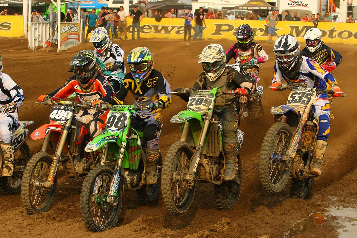 Jesse Pierce (489), Broc Schmelyun (98), Stephen Vertucci (209) and Joey Peters (535) battle for the egde at the start of the second 450 moto.