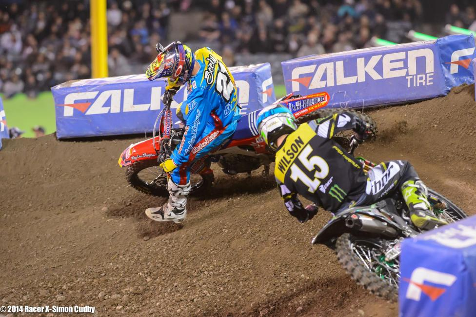 These two were ready to get it on down the stretch in the 250s, but a Seely crash made the difference.Photo: Cudby