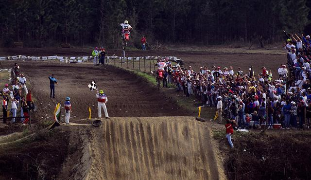 Erik Kehoe launches his Honda of Troy CR125 in a bid to stay ahead of Jeremy McGrath at the '93 Gatorback National.Photo: Paul Buckley