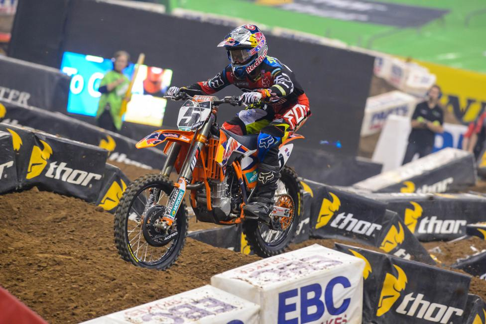 Dungey's trainer Robb Beams tries to flatten out the long season.