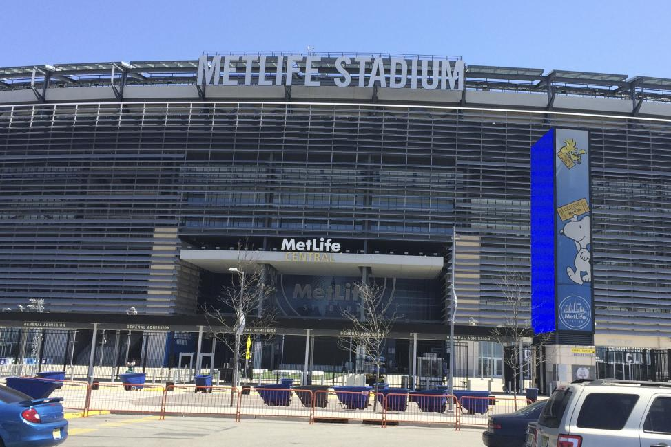 A big crowd is expected tomorrow night at MetLife.  Photo: Chase Stallo