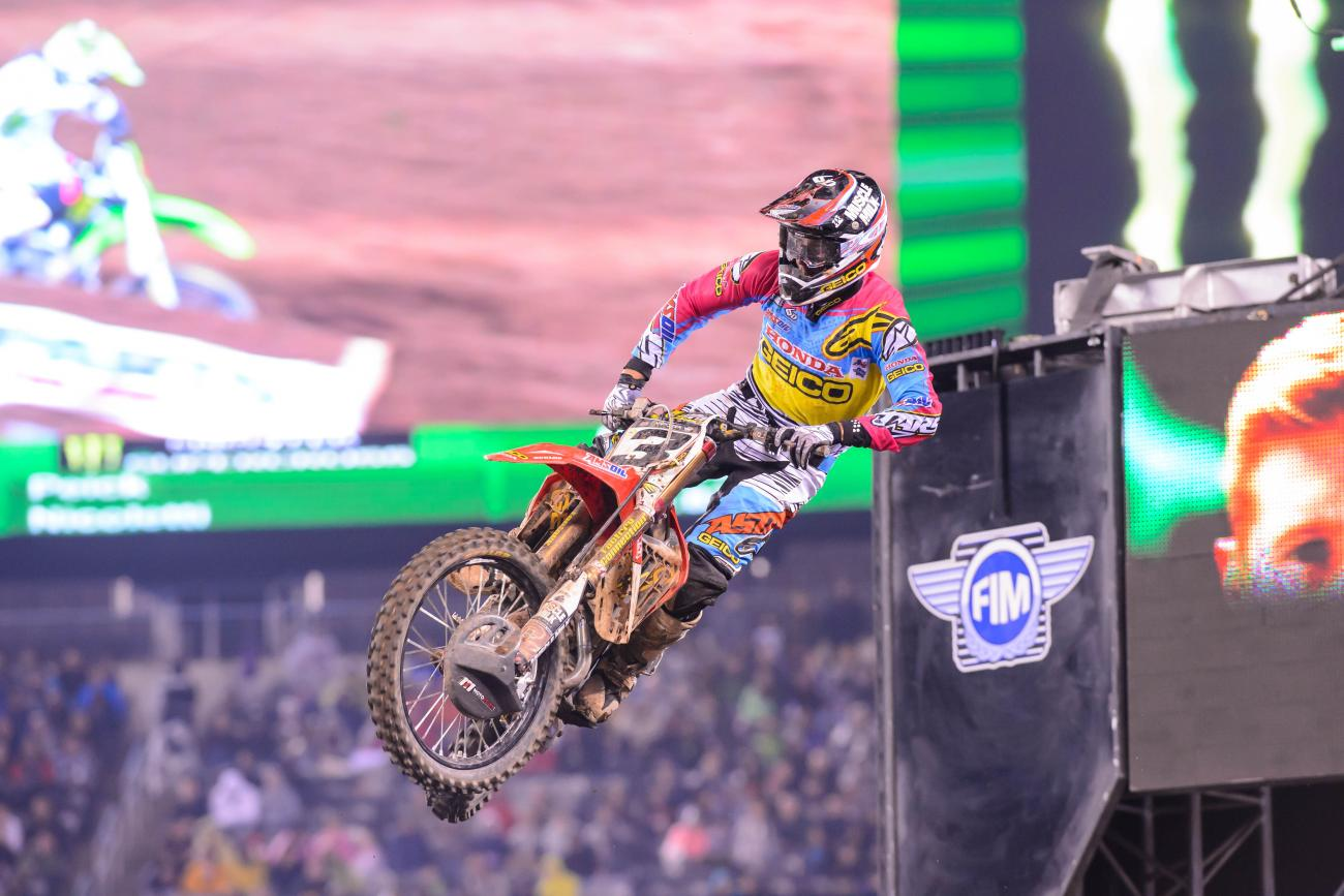 Tomac Breaks Collarbone