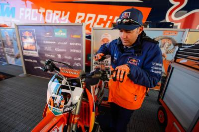 Ryan Dungey's mechanic Carlos Rivera.