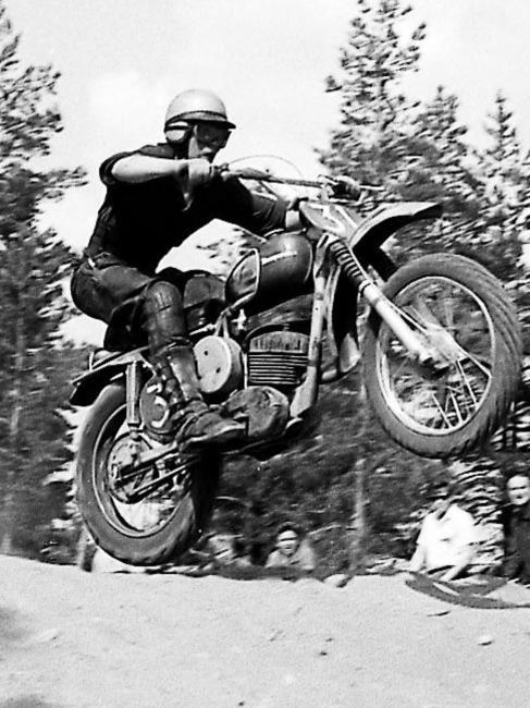 Heikki Mikkola. Juhani Länsiluodolta