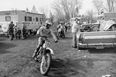 Local Maico pilot Billy Payne Sr. rolls past a sweet Ford Ranchero! Payne finished 12th in the 500 class. He is the father of future Pro Circuit Kawasaki rider Billy Payne.