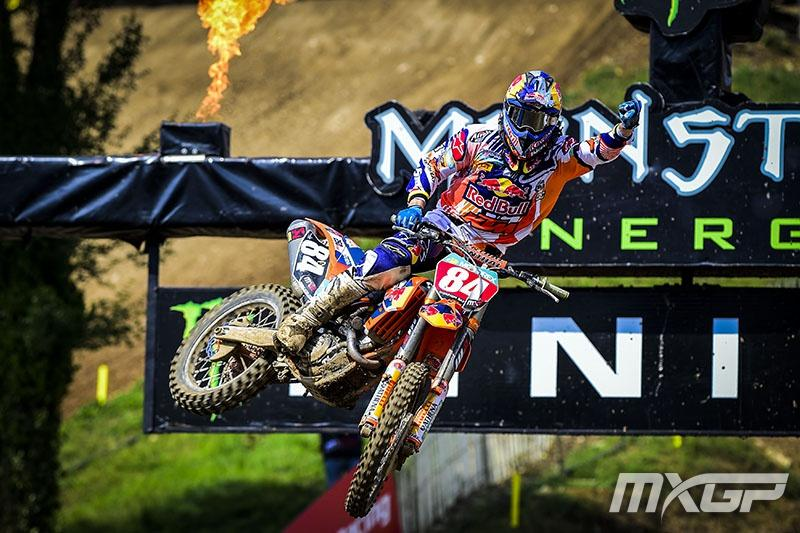 Jeffrey Herlings has opened a gap over Arnaud Tonus after another 1-1 performance.  Photo: MXGP