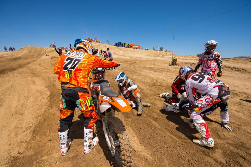 Team Mike Lafferty/Ken Roczen go to work...on changing shorts.Photo: Simon Cudby