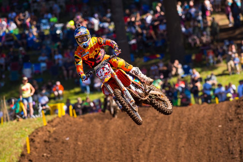 Roczen's clear lead from earlier in the season is just a fraction of what it once was. Photo: Simon Cudby