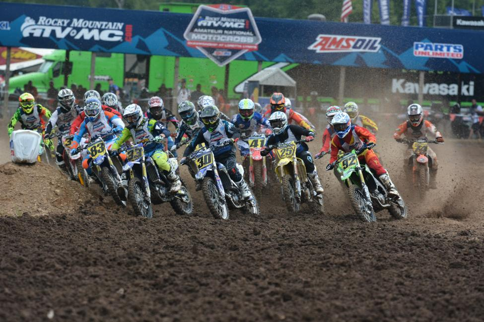 The 450 B class funnels into the first turn. Photo: Ken Hill